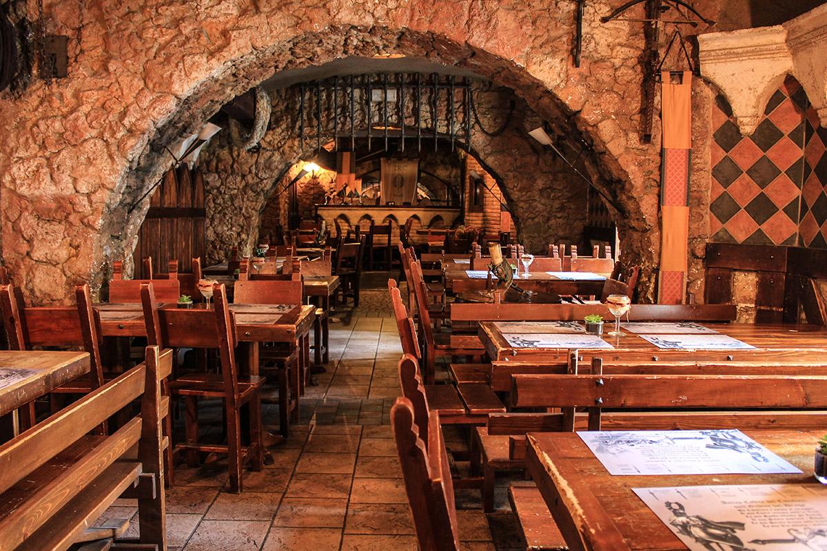 Gallery ristorante pub la leggenda di avalon roma - La tavola rotonda di re artu ...